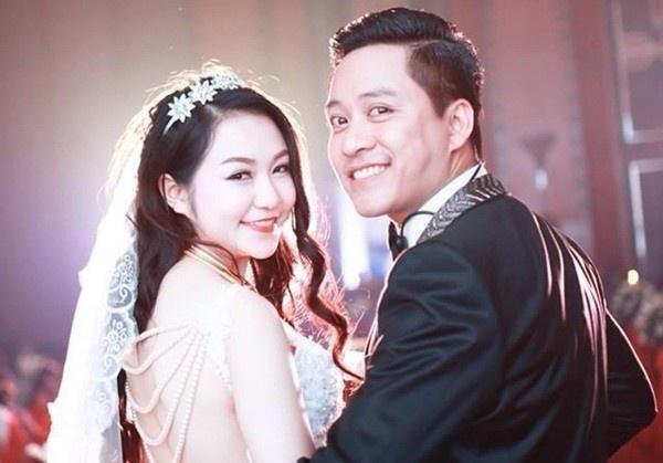 Mot nam tinh yeu cua vo chong Tuan Hung hinh anh 9 Nam ca sĩ đào hoa nhất nhì showbiz Việt kết hôn với hot girl Hương Baby vào tháng 4/2014, lúc đó vợ anh đã mang thai đến tháng thứ 3