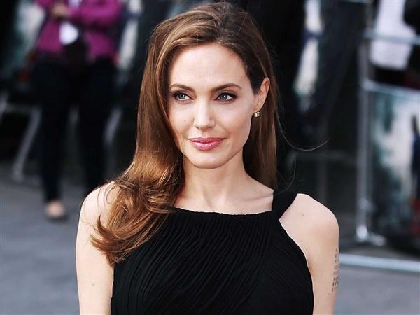Angelina Jolie di ve dau giua 'nga tu' su nghiep? hinh anh 1