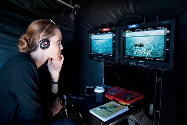 Angelina Jolie di ve dau giua 'nga tu' su nghiep? hinh anh 4