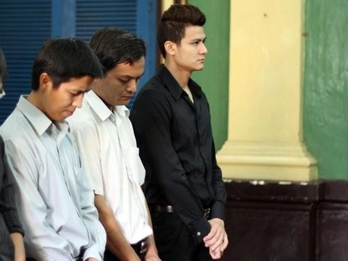 Cat-xe beo bot cua nguoi dep Viet hinh anh 4 Siêu mẫu Vĩnh Thụy hầu tòa vì liên quan đến đường dây buôn lậu hàng điện tử.