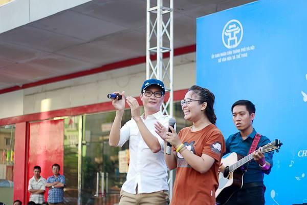 Hoang Thuy Linh khuay dao san khau nhac hoi mua thu hinh anh 4