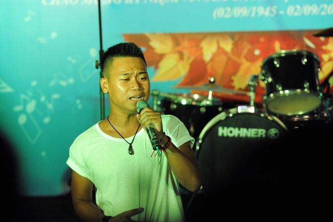 Hoang Thuy Linh khuay dao san khau nhac hoi mua thu hinh anh 8