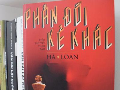 'Phan doi ke khac' - Tieu thuyet tinh bao hap dan hinh anh