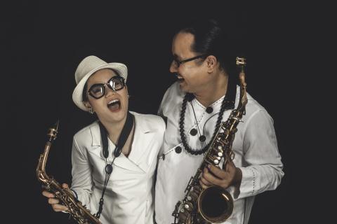 Tran Manh Tuan va con gai: Cha con nha saxophone hinh anh 1