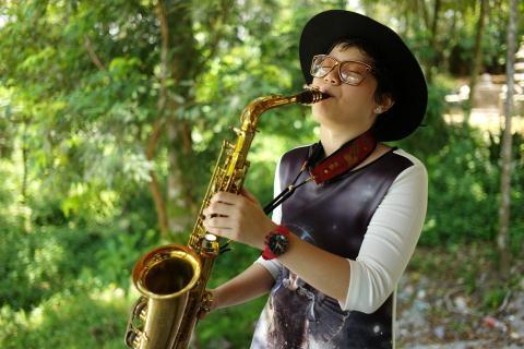 Tran Manh Tuan va con gai: Cha con nha saxophone hinh anh 2