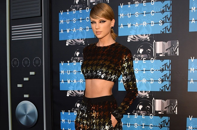 Taylor Swift dan dau danh sach de cu MTV EMA 2015 hinh anh