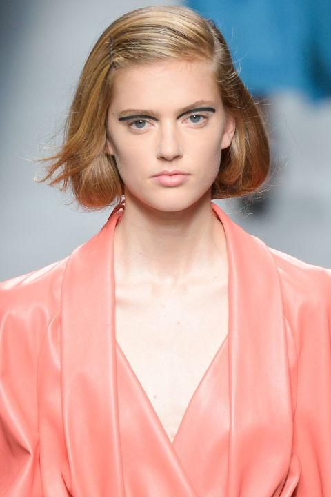 Phong cach trang diem an tuong o New York Fashion Week hinh anh 6