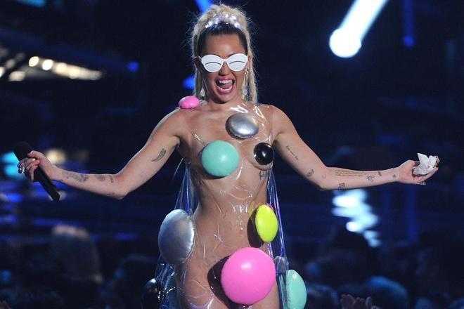 Miley Cyrus len ke hoach to chuc show khoa than hinh anh