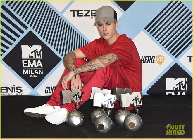 Justin Bieber pha ky luc cua Eminem tai EMA 2015 hinh anh