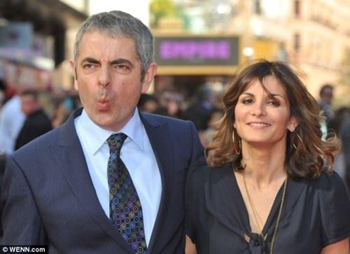 'Mr. Bean' ly hon de den voi nguoi tinh bang tuoi con gai hinh anh