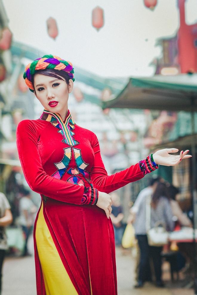 Le Huynh Thuy Ngan kieu sa voi ao dai o Malaysia hinh anh 1