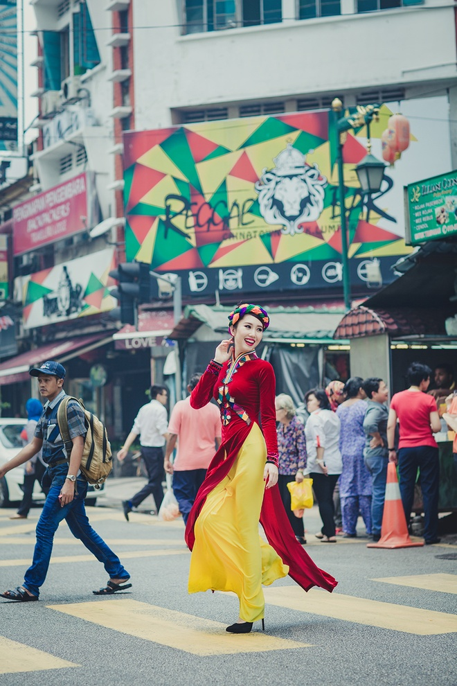 Le Huynh Thuy Ngan kieu sa voi ao dai o Malaysia hinh anh 3