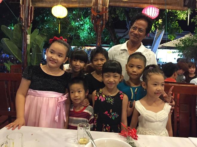 Che Linh boi roi khi fan nu vay kin o Quang Ngai hinh anh 1
