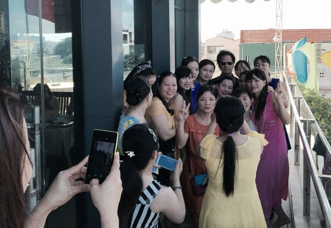 Che Linh boi roi khi fan nu vay kin o Quang Ngai hinh anh 3
