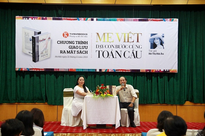 'Me Viet day con buoc cung toan cau': Triet ly day yeu con hinh anh