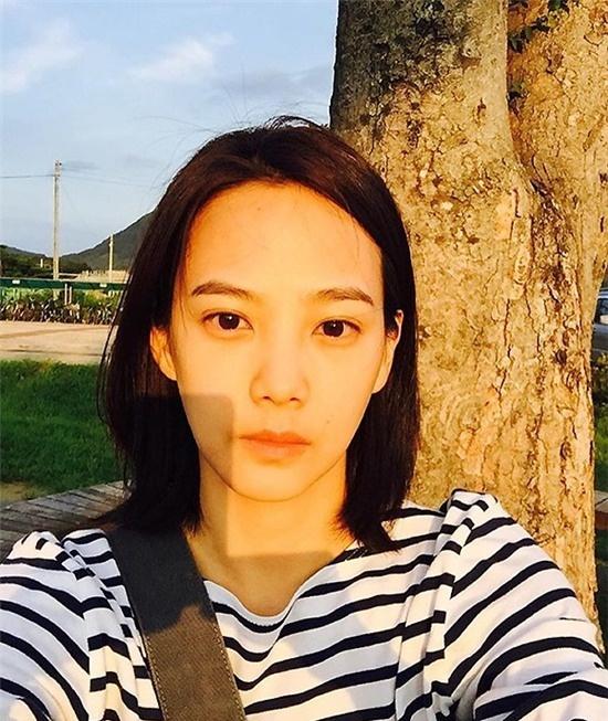Di tim nhan sac khong son phan cua kieu nu Han hinh anh 5 Yoon Seung Ah khiến nhiều người ngưỡng mộ về mặt mộc như