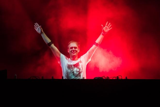 Armin Van Buuren gio cao co Viet Nam tai dai nhac hoi EDM hinh anh 2