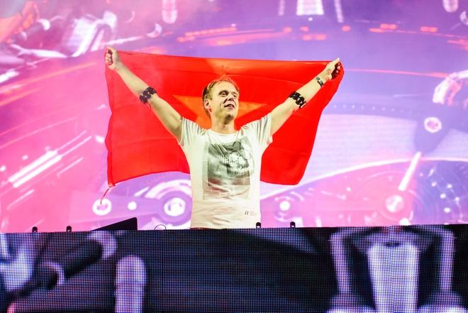 Armin Van Buuren gio cao co Viet Nam tai dai nhac hoi EDM hinh anh