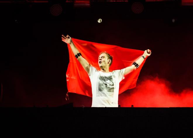 Armin Van Buuren gio cao co Viet Nam tai dai nhac hoi EDM hinh anh 3