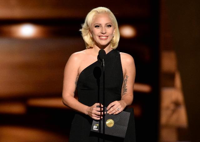 Lady Gaga va trai ngot hai muon trong nam 2015 hinh anh