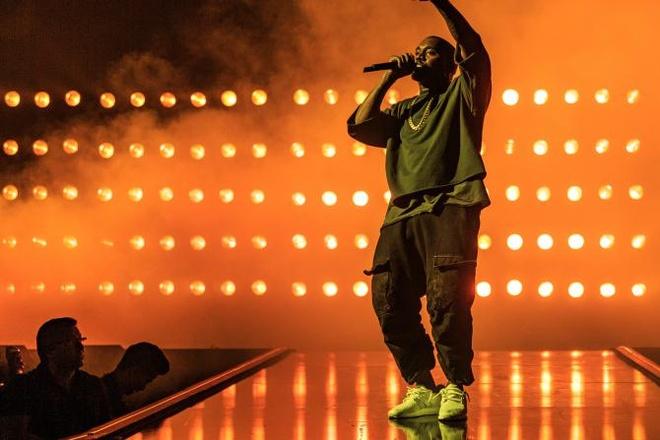 Kanye West tung ca khuc mo duong cho album 'SWISH' hinh anh