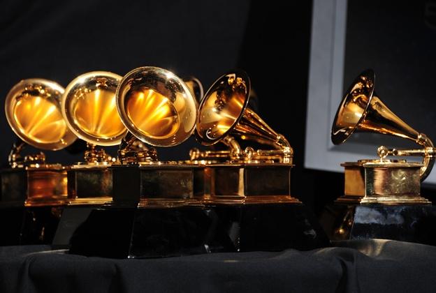 Bi mat dang sau chiec may quay dia Grammy danh gia hinh anh