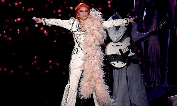Chum ca khuc tuong nho David Bowie (Grammy 2016) - Lady Gaga hinh anh