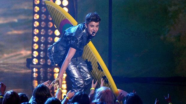 10 lan xuat hien an tuong cua Justin Bieber tai le trao giai hinh anh