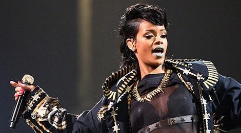 Rihanna huy trinh dien tai Grammy 2016 hinh anh