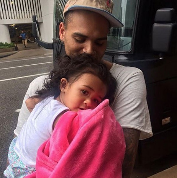 Chris Brown cau xin ban gai goc Viet quay lai bang am nhac hinh anh 2