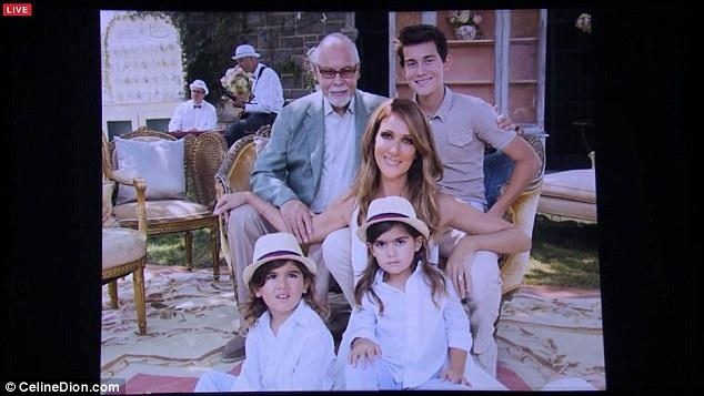 Celine Dion oa khoc tren san khau Las Vegas khi hat ve chong hinh anh 6