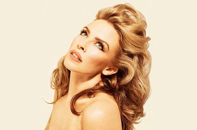 Kylie Minogue phan doi Kylie Jenner mua ban quyen ten goi hinh anh