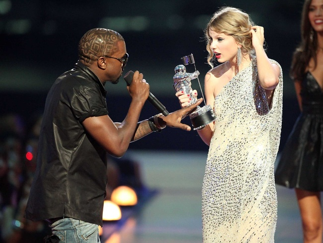 Kanye West: 'Su co voi Taylor Swift pha nat cuoc doi toi' hinh anh