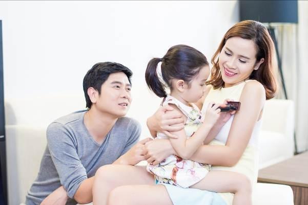 Ho Hoai Anh tat bat lam show truoc khi don con gai thu hai hinh anh 1
