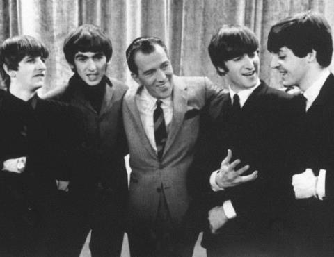 Hinh anh dang yeu cua The Beatles trong clip tu lieu hinh anh 1