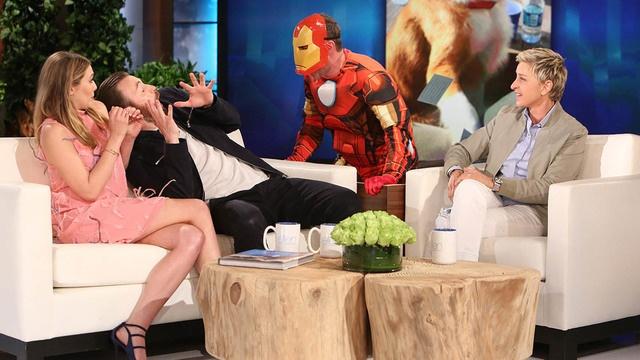 'Captain America' bi 'Nguoi Sat' doa tren song truyen hinh hinh anh