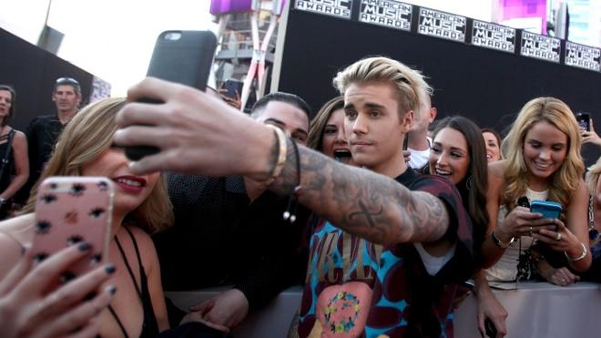 Justin Bieber: 'Toi cam thay nhu dong vat trong vuon thu' hinh anh