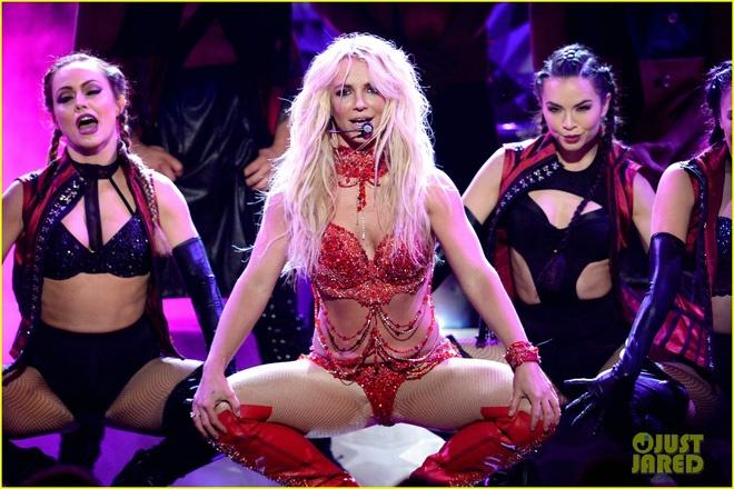 Man trinh dien Britney Spears tai Billboard Music Awards 2016 hinh anh