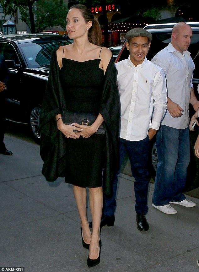 Angelina Jolie va Brad Pitt: Vu ly di 400 trieu USD? hinh anh 2