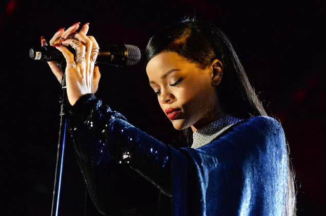 Rihanna an toan du co mat tai dia diem khung bo o Phap hinh anh 1