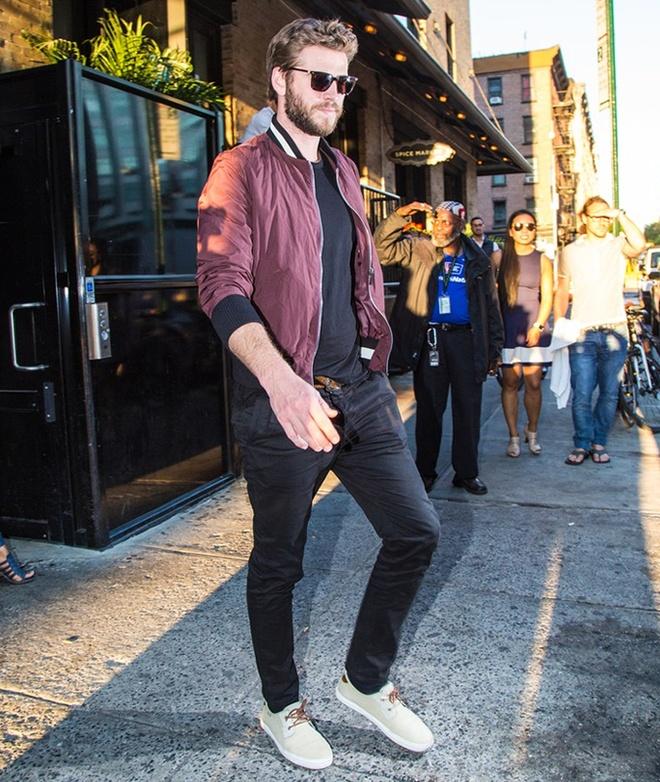 Phong cach thoi trang nam tinh cua Liam Hemsworth hinh anh 1