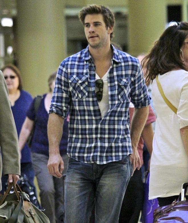 Phong cach thoi trang nam tinh cua Liam Hemsworth hinh anh 3