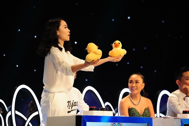 Yen Trang dung qua du thi sinh BNHV nhi ngay tu vong loai hinh anh