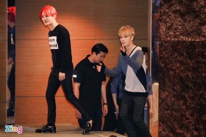 Bieu cam dang yeu cua Jaejoong va Yoochun trong hop bao hinh anh 1