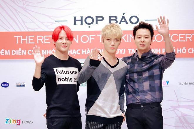 Bieu cam dang yeu cua Jaejoong va Yoochun trong hop bao hinh anh 4