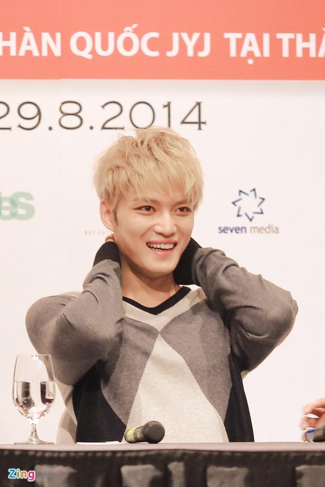 Bieu cam dang yeu cua Jaejoong va Yoochun trong hop bao hinh anh 10