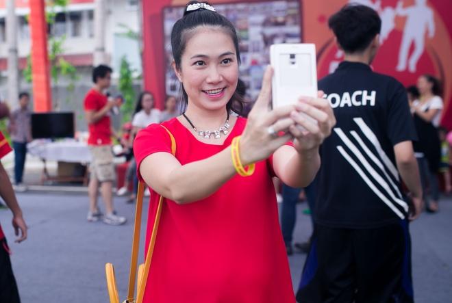MC Thanh Thao Hugo dien vay suong che bung bau 8 thang hinh anh