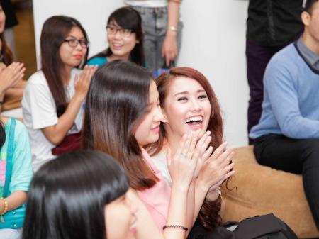 Ngoc Thao hao hung khi duoc fan hoi ve Kim Woo Bin hinh anh