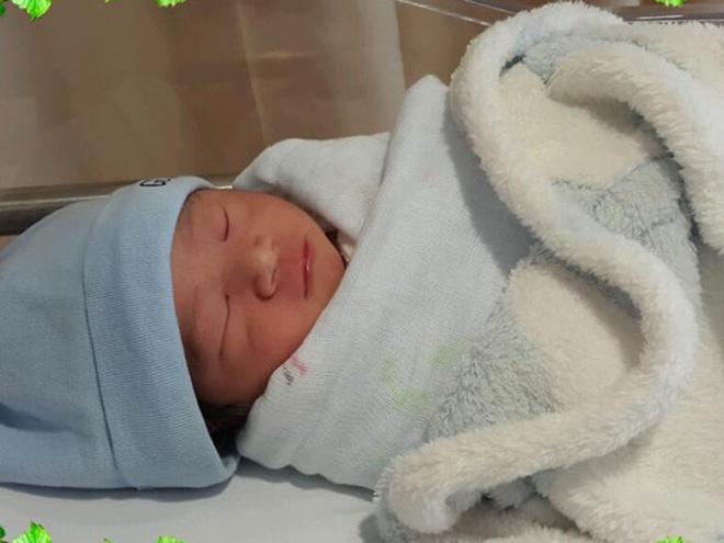 MC Thanh Thao Hugo sinh con trai nang 3kg hinh anh