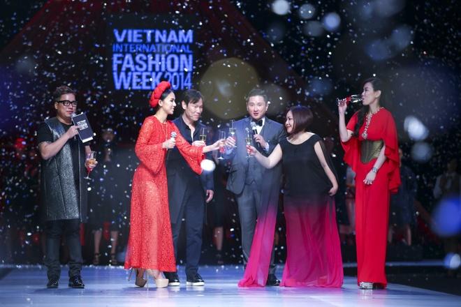 Huyen Ny - co nang MC tao bao nhat showbiz Viet hinh anh 8